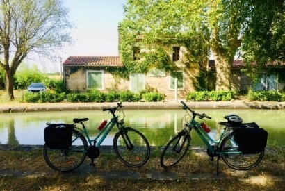 How many days does it take to do the Canal du Midi by bike?